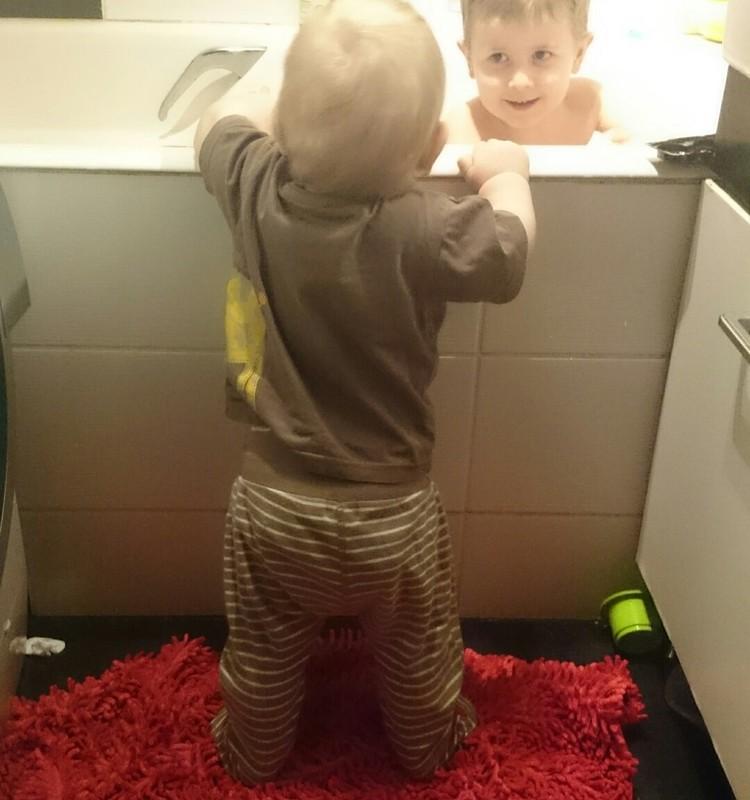 Чистые руки, машина и комната