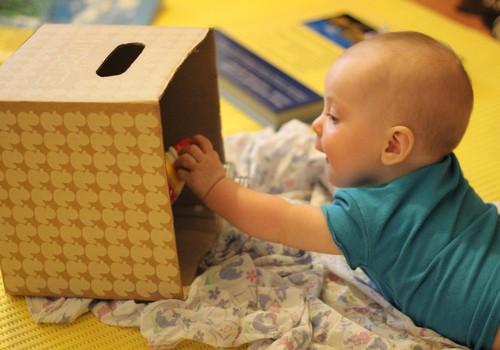 ДОШКОЛЬНЫЙ ПЕДАГОГ: Развиваем малыша  5-7 месяцев: игровое пространство