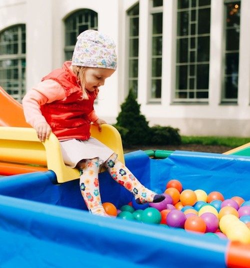 Советы Huggies®: безопасность на детской площадке