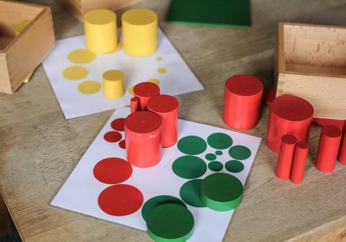 Сортируем предметы по цветам и фигурам