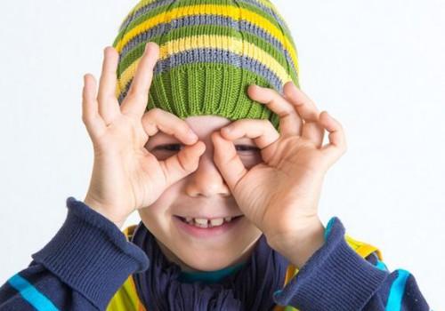 Прими участие в опросе о детской безопасности и выиграй светоотражающую шапку!
