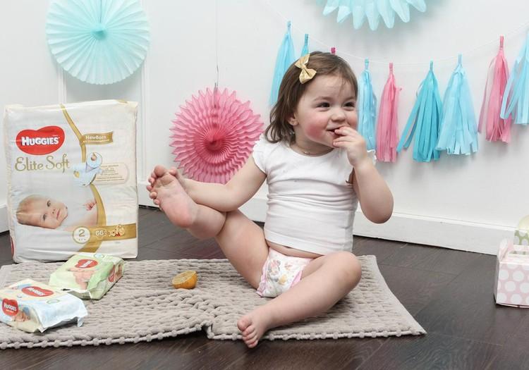 Советы молодой маме: помощники в уходе за крохой - влажные салфетки Huggies®