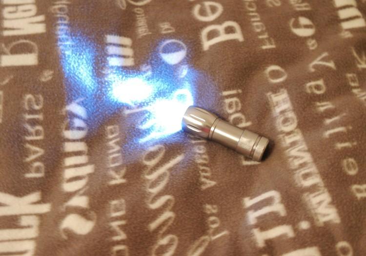 Вика: Наклейки, которые поют колыбельные и волшебный фонарик