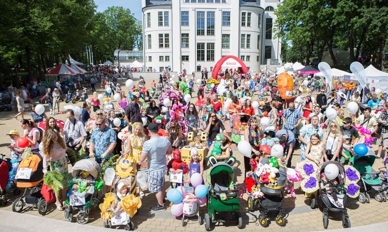 ФОТОРЕПОРТАЖ: Парад колясок летнего фестиваля Маминого Клуба