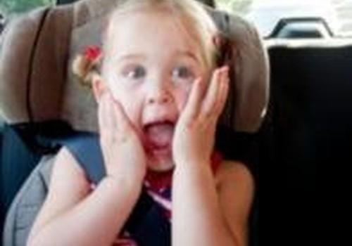 Что делать, если малыш не сидит в автокресле?