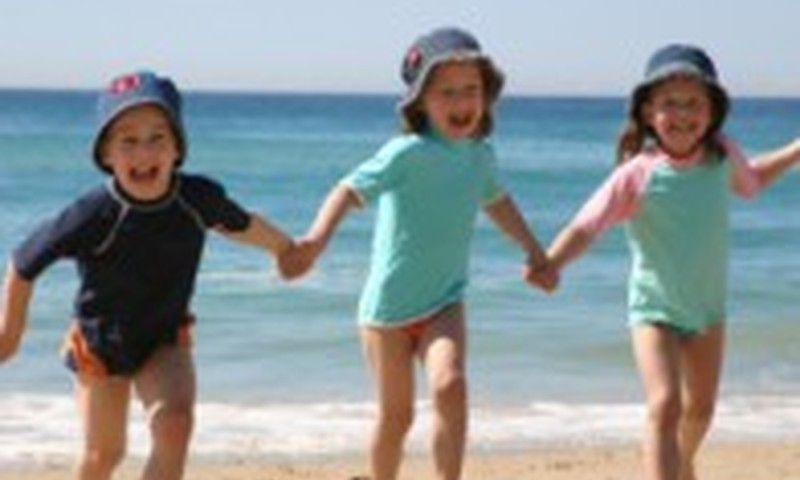 Советы родителям от Маминого Клуба про безопасность ребёнка летом