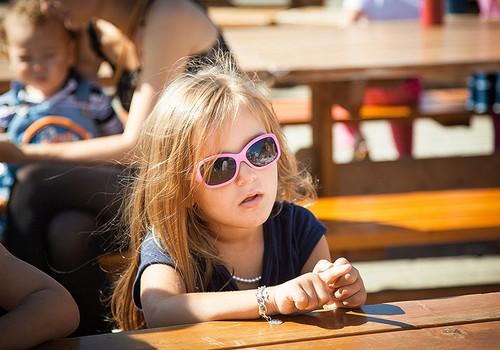 Нужны ли ребёнку солнечные очки?