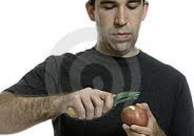 Должен ли мужчина уметь чистить картошку?
