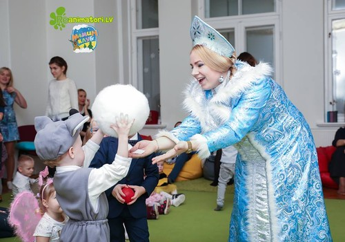 Интервью со Снегурочкой: о программе елочек, костюмах и новогоднем настроении