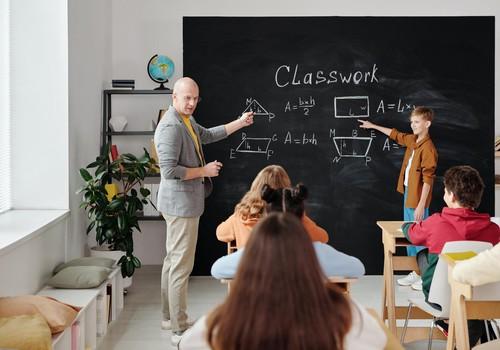 Со 12 апреля очно смогут учиться дети в 50 самоуправлениях