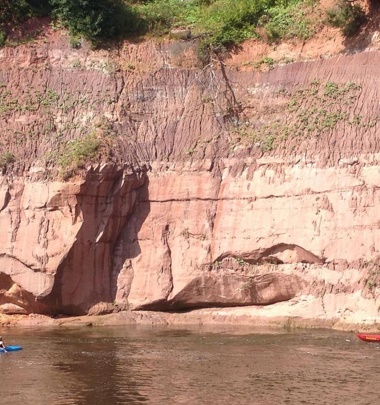 Выходные с друзьями и детьми по живописной и непредсказуемой реке Гауя