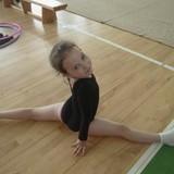 В конце июня в Баложи у моих девчонок состоялись долгожданные соревнования по художественной гимнастике. Обе получили медали и ещё большую мотивацию заниматься этим видом спорта. Я так рада за них. Всё лето продолжали самостоятельно тренироваться, делали растяжку.