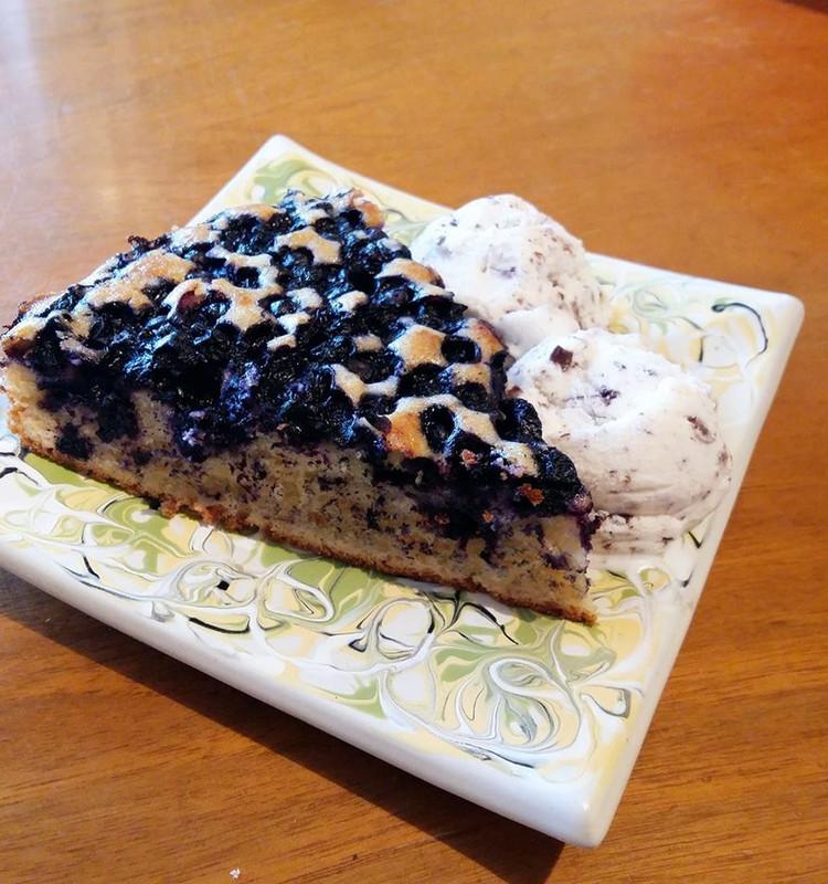 Черники много не бывает - черничный пирог