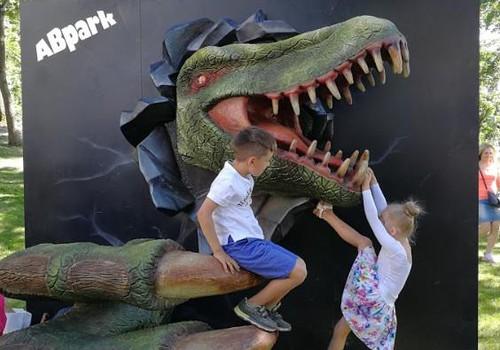 """Настоящие динозавры и самоиспечённые крендели. Парк развлечений """"Аварийная бригада"""" на Летнем фестивале Маминого клуба"""