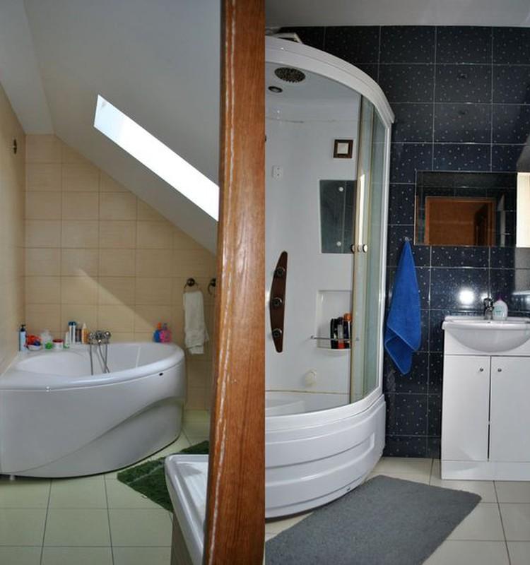 Одна ванная комната –мало, а две – хлопотно, но удобноооооо!!!