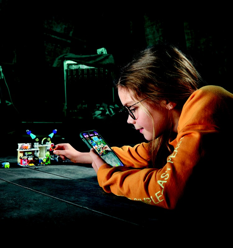 Пришлите фото и выиграйте комплект LEGO® Hidden Side™ к Новому году!