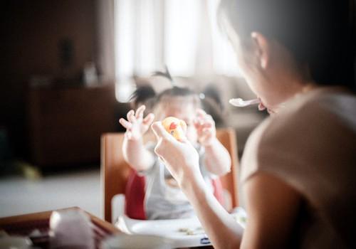 Когда начинать прикорм и какие продукты вводить первыми?