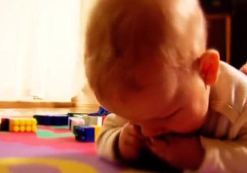 ВИДЕО: Как помочь ребёнку, который подавился?