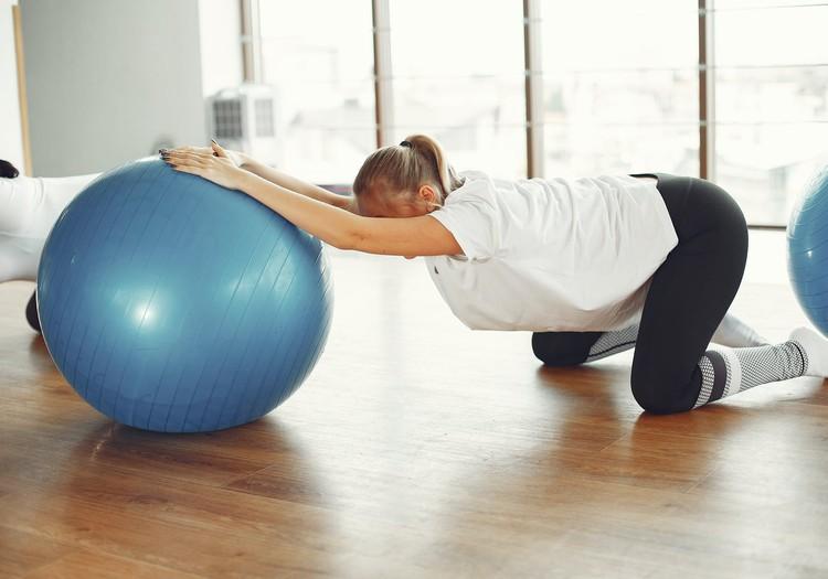 4 упражнения для облегчения боли во время родов