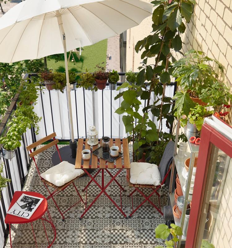 Проводим карантин с толком: красивый балкон без больших затрат