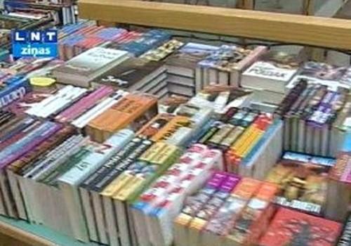 В Латвии подешевеют учебники и другие книги