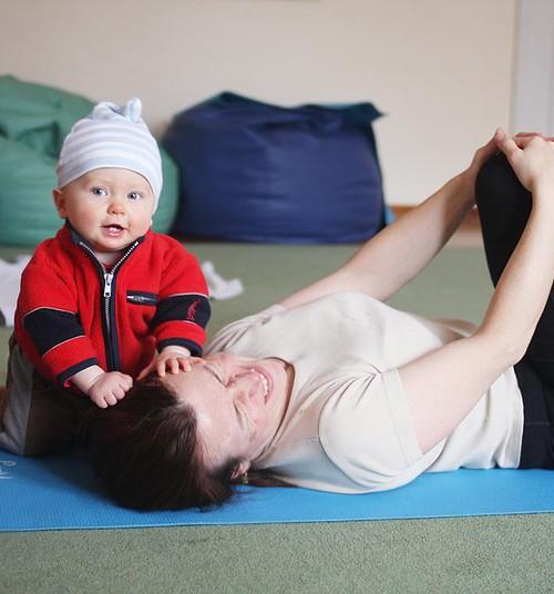 Открыта дополнительная группа занятий йогой для мам с малышами!