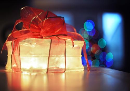 Блогеры МК, поздравляем вас с наступающими праздниками!