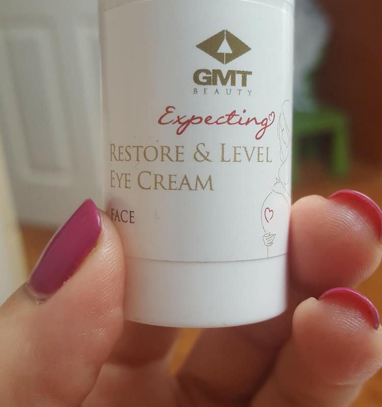 Крем для глаз от GMT Beauty ношу с собой в сумочке