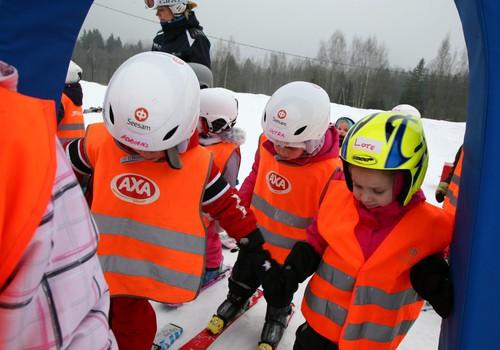 ФОТО: Как наши детки в школе АХА учились ездить на лыжах!