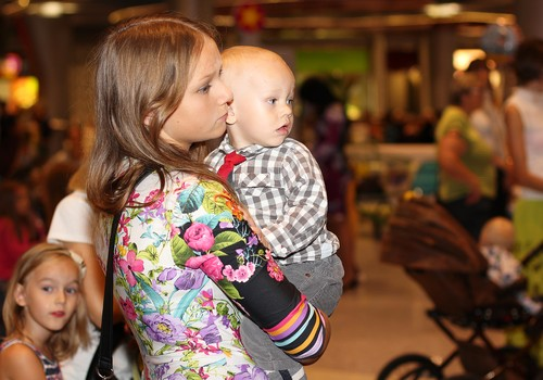 С 1 октября в Латвии меняется порядок выплаты родительских пособий