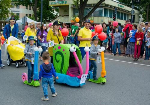 Парад колясок Маминого Клуба: подарки будут сыпаться, как из рога изобилия!