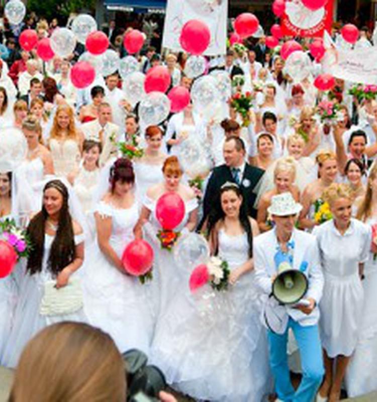 Ура! Первое видео Парада Невест 2010 готово!