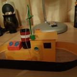 Еще сын занимается кораблестроением. Корабли получаются большие и маленькие.