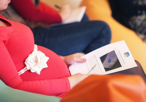 С какого срока беременности стоит посещать курсы для подготовки к родам?