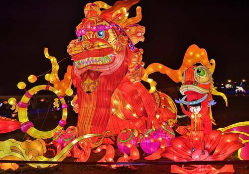 Солнечный Шяуляй и фестиваль китайских фонарей «Большие китайские латерны» в Пакруойской усадьбе