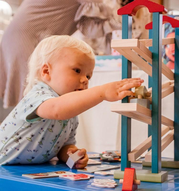 ВИДЕО: во что играть с малышом 8 - 12 месяцев?