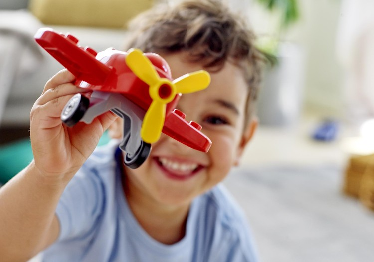 Фонд LEGO Foundation и LEGO Group объединяются с ассоциациями незрячих для запуска проекта «Кубики LEGO® Брайля» и развития навыков у детей!