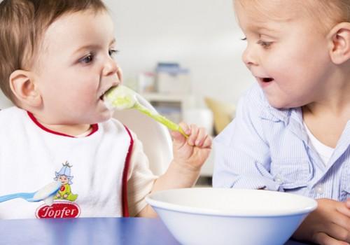 Как ввести в прикорм кашу? ВИДЕОответ специалиста