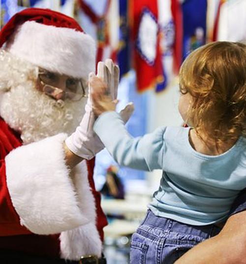 О детских подарках и родительских манипуляциях: советы психолога