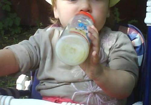 Почти 2 года, а до сих пор пьет из бутылочки. Как отучить?