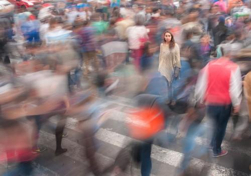 Cмягчение ограничений будет вводиться поэтапно. Нас ждёт очное обучение в школах, открытие небольших магазинов и встречи на улице
