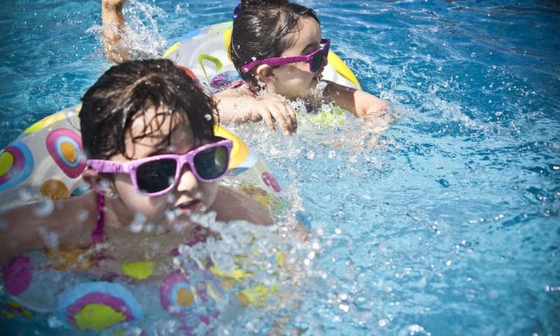 Нужно ли ребёнку летом носить солнечные очки?