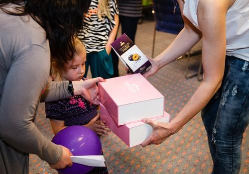 В круизе в честь Дня матери утоляли жажду водой Evian, а глаза и сердца радовали красивыми подарками для малышей!
