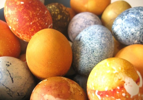 Готовим пасхальные яйца: как, чем?