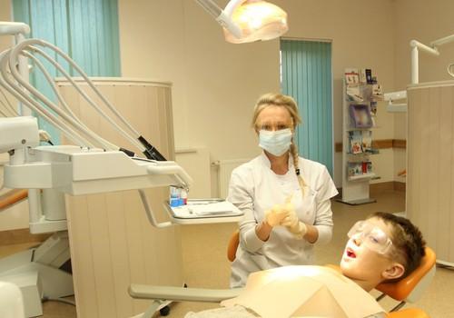 Повышенная чувствительность зубов: каковы причины и что делать