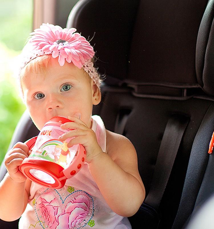 Когда и как начинать давать ребенку пить