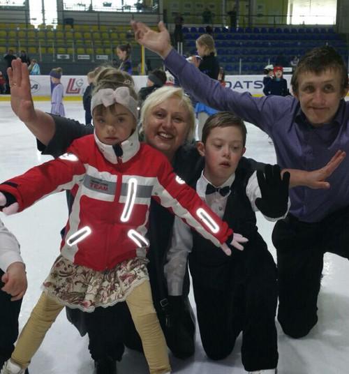 История о том, как латвийский тренер ставит на коньки детей с ДЦП и синдромом Дауна