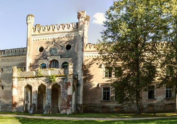 Одзиенский замок или его развалины, смотря с какой стороны, Буквально!