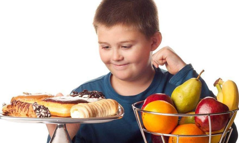 Маленький – не взрослый: недостаточные знания родителей о питании маленьких детей сегодня – риски для здоровья ребенка в будущем