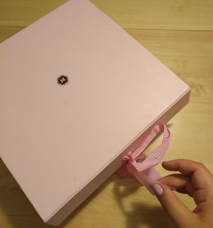 Даша: детство в коробке